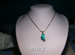 4.6 ct. Black Opal Pendant - 18 k Yellow Gold NEON BLUE